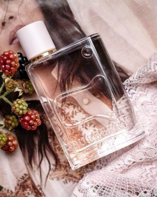 New in stock! 𝘽𝙪𝙧𝙗𝙚𝙧𝙧𝙮 - 𝙃𝙚𝙧  A blast of berries with a musky drydown. Sweet and airy happy scent. Made by Francis Kurkdjean for Burberry,Burberry Heris dubbed the younger playful sister of Baccarat Rouge 540.  Buy 1ml, 3ml & 5ml samples at lshamanparfums.com  Burberry HerbyBurberryis a Floral Fruity Gourmand fragrance for women. This is a new fragrance.Burberry Herwas launched in 2018. The nose behind this fragrance is Francis Kurkdjian. Top notes are Strawberry, Raspberry, Blackberry, Sour Cherry, Black Currant, Mandarin Orange and Lemon; middle notes are Violet and Jasmine; base notes are Musk, Vanilla, Oakmoss, Cashmeran, Woody Notes, Amber and Patchouli.  Credits: @pinterest  #burberry #womenfragance #luxuryfragance #herburberry #scenteoftheday #women #perfumesamples #shopdecants #perfumedecants #sotd #perfumelover #fragrantica #fragrance #perfume #fragcomm #fragfam