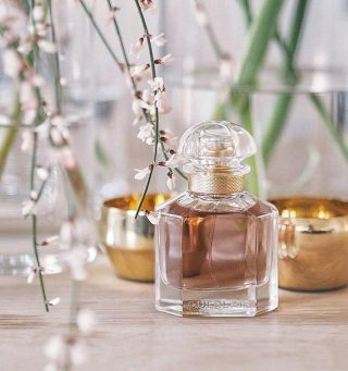 𝙈𝙤𝙣 𝙂𝙪𝙚𝙧𝙡𝙖𝙞𝙣 New in stock!  Subtle, cheerful. Creamy florals with a sweet vanilla/lavender combo and a spicy kick that results in a refined and mature blend.  Mon GuerlainbyGuerlainis a Amber Woody fragrance for womenlaunched in 2017. Mon Guerlain was created by Thierry Wasser and Delphine Jelk.  Buy 1ml, 3ml & 5ml samples at lshamanparfums.com  👉 Top notes are: Lavender and Bergamot;  👉Middle notes are:  Iris, Jasmine Sambac and Rose; 👉Base notes are: Tahitian Vanilla, Coumarin, Australian Sandalwood, Benzoin, Licorice and Patchouli.  Credits: @pinterest  #MonGuerlain #Guerlain #womenfragance #luxuryfragance #scenteoftheday #women #perfumesamples #shopdecants #perfumedecants #sotd #perfumelover #fragrantica #fragrance #perfume #fragcomm #fragfam #iloveperfume #lshaman #samples #dicoveryset