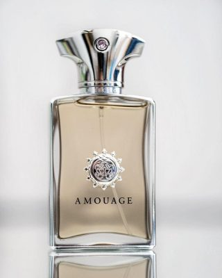 New in stock! 𝙍𝙚𝙛𝙡𝙚𝙘𝙩𝙞𝙤𝙣 𝙈𝙖𝙣 𝙗𝙮 𝘼𝙢𝙤𝙪𝙖𝙜𝙚  Reflection Manembodies the spirit of refinement. A mild weather scent, conforting, that's easy to wear in almost any occassion.  Reflection ManbyAmouageis a Woody Floral Musk fragrance for men.Reflection Manwas launched in 2007. The nose behind this fragrance is Lucas Sieuzac.  👉 Top notes are Rosemary, Pink Pepper and Petitgrain;  👉Middle notes are Jasmine, Neroli, Orris Root and Ylang-Ylang;  👉Base notes are Sandalwood, Vetiver, Cedar and Patchouli.  Buy 1ml, 3ml & 5ml samples at lshamanparfums.com  #men #menfragance #luxuryfragance #𝙍𝙚𝙛𝙡𝙚𝙘𝙩𝙞𝙤𝙣𝙈𝙖𝙣 #𝘼𝙢𝙤𝙪𝙖𝙜𝙚 #𝘼𝙢𝙤𝙪𝙖𝙜𝙚fragance #scenteoftheday #lshaman #perfumesamples #shopdecants #decants #perfumedecants #sotd #perfumelover #fragrantica #fragrance #perfume #fragcomm #fragfam #iloveperfume #lshaman #samples #dicoveryset
