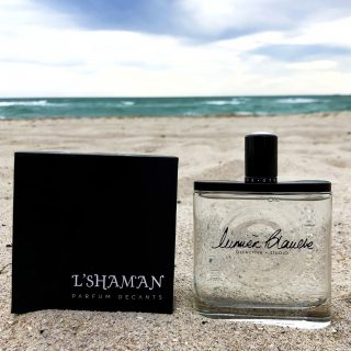 New in!!  𝗟𝘂𝗺𝗶𝗲𝗿𝗲 𝗕𝗹𝗮𝗻𝗰𝗵𝗲𝗯𝘆𝗢𝗹𝗳𝗮𝗰𝘁𝗶𝘃𝗲 𝗦𝘁𝘂𝗱𝗶𝗼  A mild and enveloping perfume,Lumière Blancheis a comforting cocoon between milky mildness and cold spices. It evokes the sweltering heat from the sun at the zenith, which erases colors, leaving only a blinding white hue.  Lumiere BlanchebyOlfactive Studiois a Woody Spicy fragrance for women and men launched in 2012. The nose behind this fragrance is Sidonie Lancesseur.  👉Top notes are Cardamom, Star Anise and Cinnamon;  👉Middle notes are Almond, Cashmere Wood and iris;  👉Base notes are Sandalwood, Musk, Cedar and Tonka Bean.  Shop samples decants and discovery set at lshamanparfums.com  #luxuryfragance #lumiereblanche #olfativestudio #scenteoftheday #lshaman #perfumesamples #shopdecants #decants #perfumedecants #sotd #perfumelover #fragrantica #fragrance #perfume #fragcomm #fragfam #fragancelover #luxuryperfume  #iloveperfume #lshaman #samples #dicoveryset #decants #saledecants #freeshipping